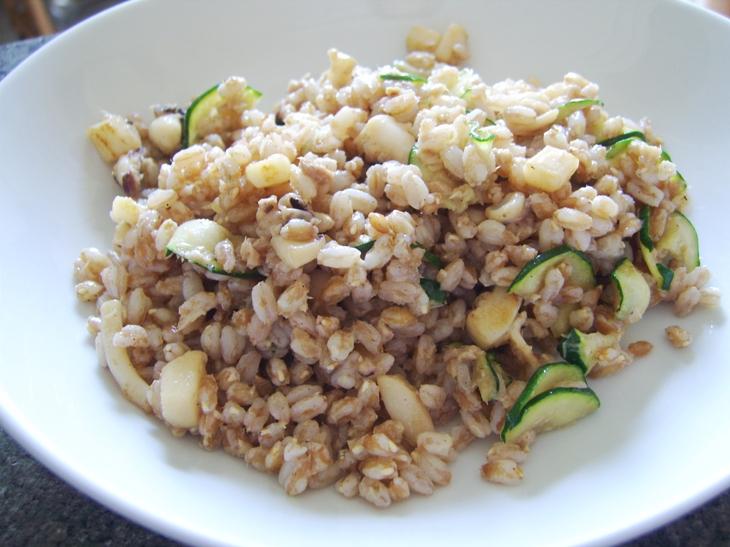 insalata-di-farro-seppie-tonno-zucchine