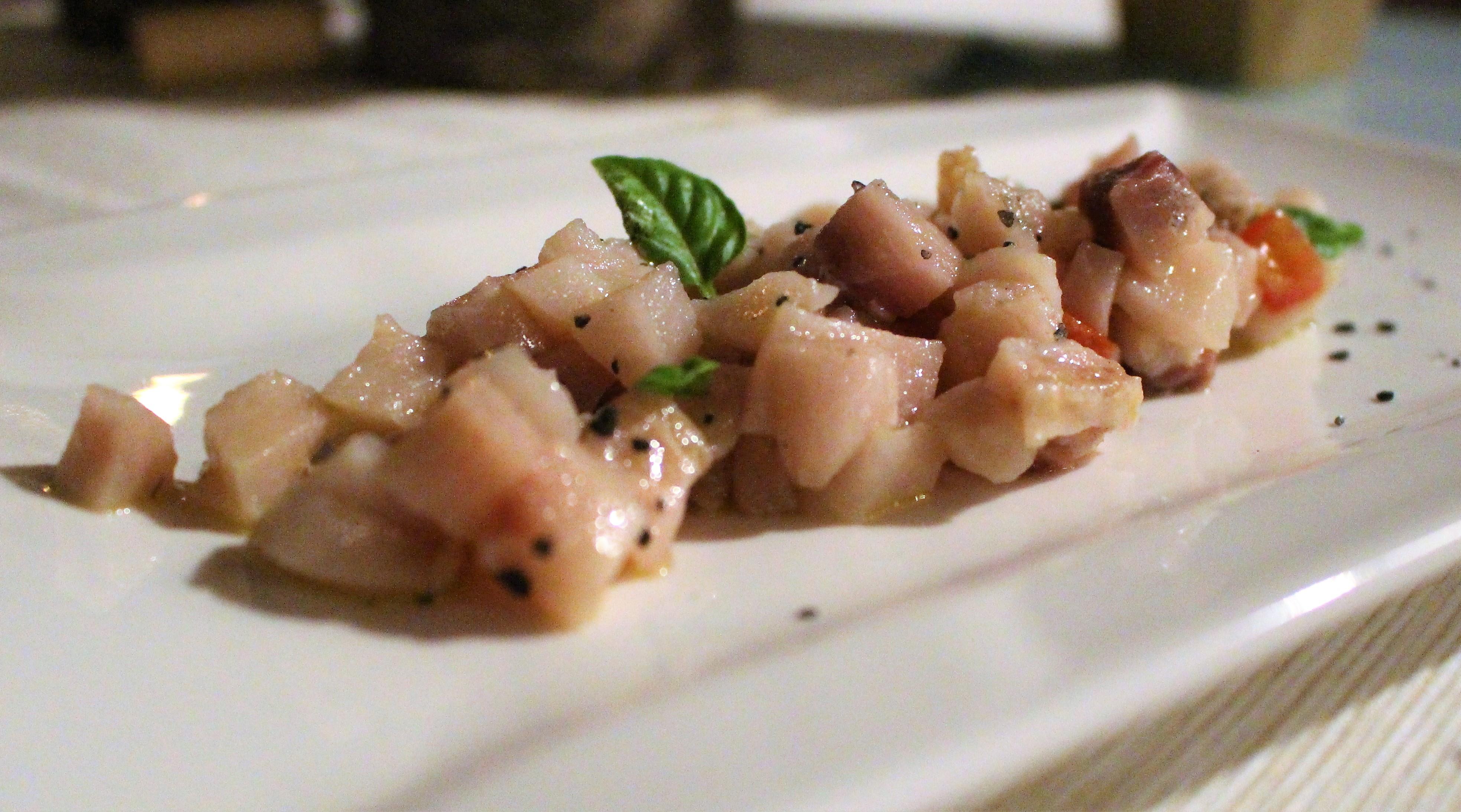 tartare-di-pesce-spada-con-pomodorini-e-basilico